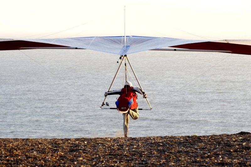 在給孩子飛翔的翅膀之前,更重要的是給予他們獨立探索人生的勇氣。(圖/z2amiller@Flickr)