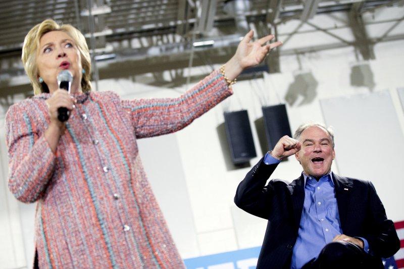 希拉蕊(Hillary Clinton,左)與凱因(Tim Kaine,右)(美聯社)