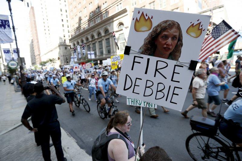 美國佛州聯邦眾議員瓦瑟曼.舒茲(Debbie Wasserman Schultz)24日宣布辭去民主黨全國委員會(DNC)主席一職(美聯社)