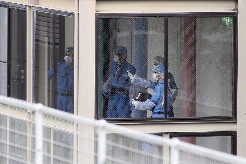 警方在「津久井山百合園」內蒐證。(美聯社)