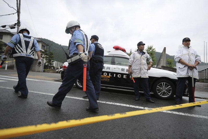 警方在「津久井山百合園」外拉起封鎖線。(美聯社)