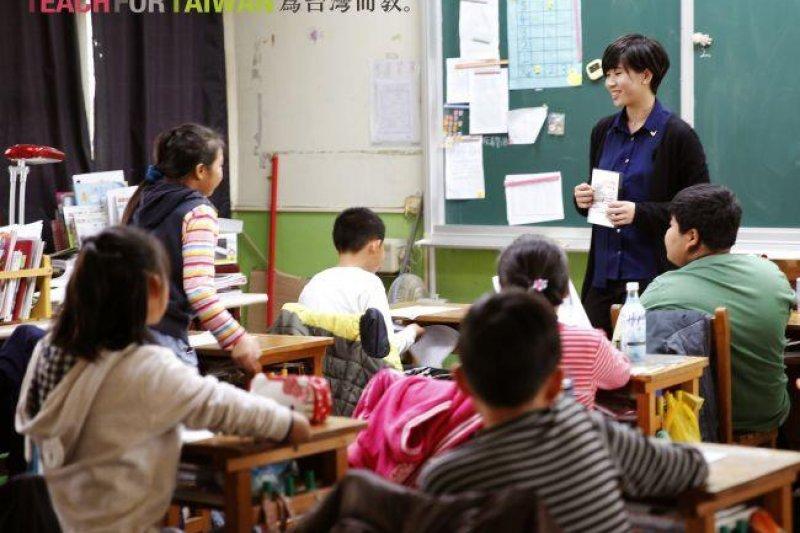 原本愛生氣的學生因為老師的循循善誘,開始學會耐心解決難題。(圖/Teach For Taiwan提供)