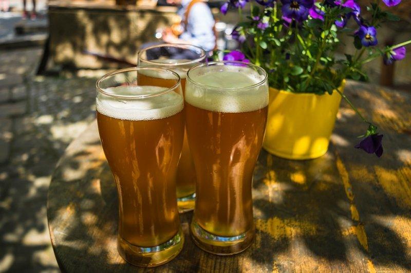 比利時根特大學科學家發明1種用太陽能把尿液變飲用水和肥料的機器,還準備將這樣的還原水拿來生產比利時特產「啤酒」。(圖/Tama66@Pixabay)