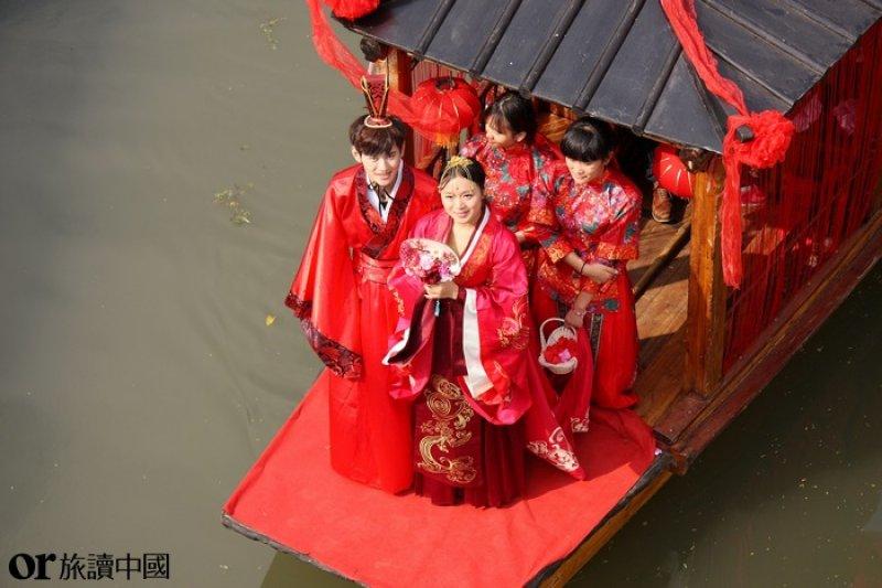 水上婚禮,為紀念著名詩人、文學家徐遲誕辰一百周年而舉行。浙江湖州南潯區 (圖/朱忠權 CTPphoto)