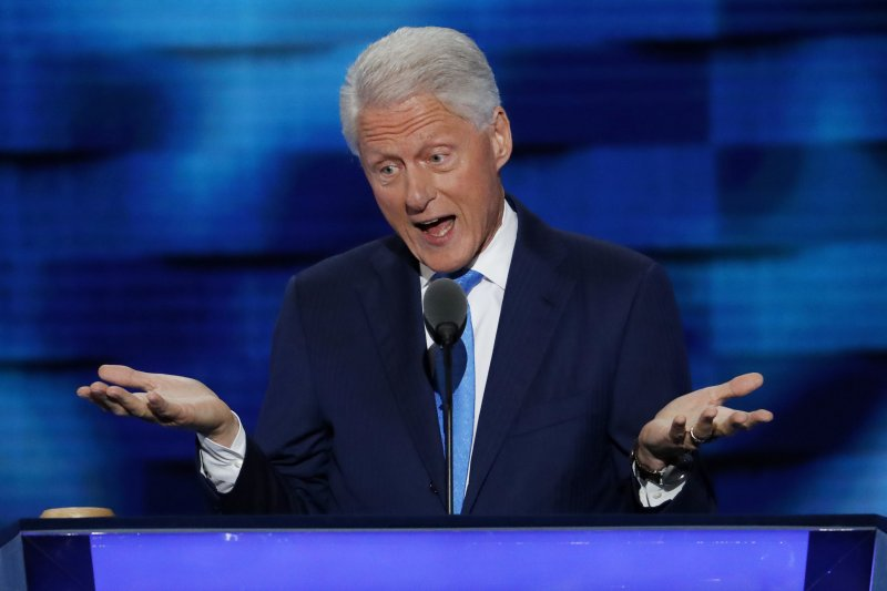 美國前總統柯林頓在民主黨全國大會上演說,力挺太太、民主黨總統候選人希拉蕊。(美聯社)