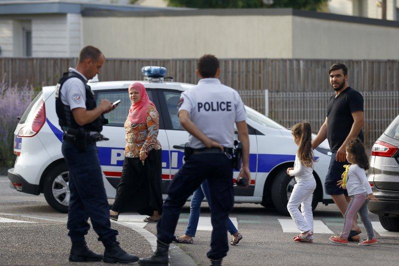法國聖艾蒂安迪魯夫賴(Saint-Etienne-du-Rouvray)的教堂發生持刀歹徒殺害神父的慘劇,伊斯蘭國已經承認涉案。(美聯社)