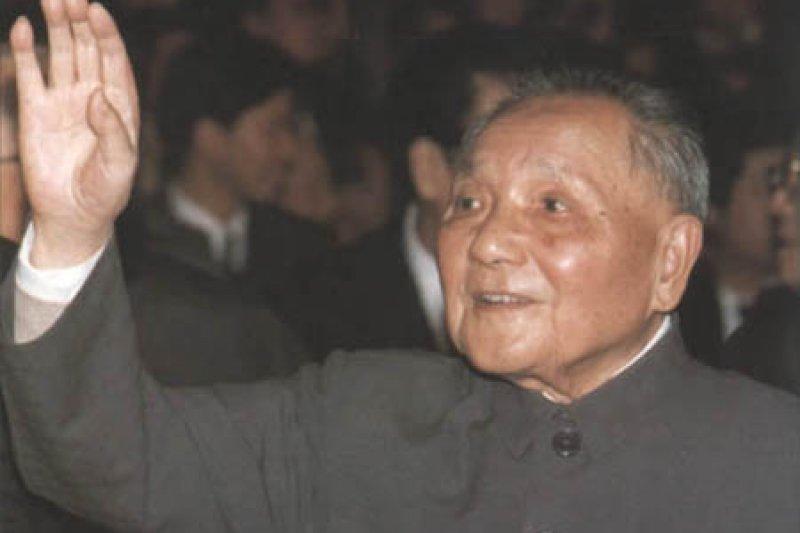 中國全國人民代表大會中的鄧小平。(取自網路)