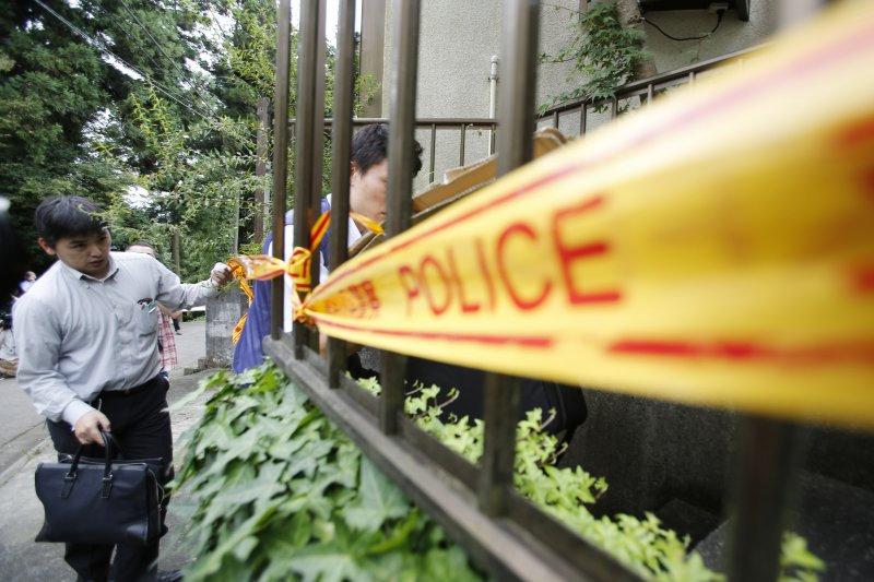 「津久井山百合園」屠殺案兇嫌植松聖的住處外已被拉起封鎖線。(美聯社)
