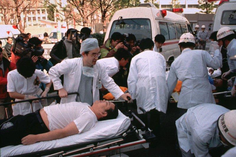 「津久井山百合園」屠殺案的受害者被送醫搶救。(美聯社)