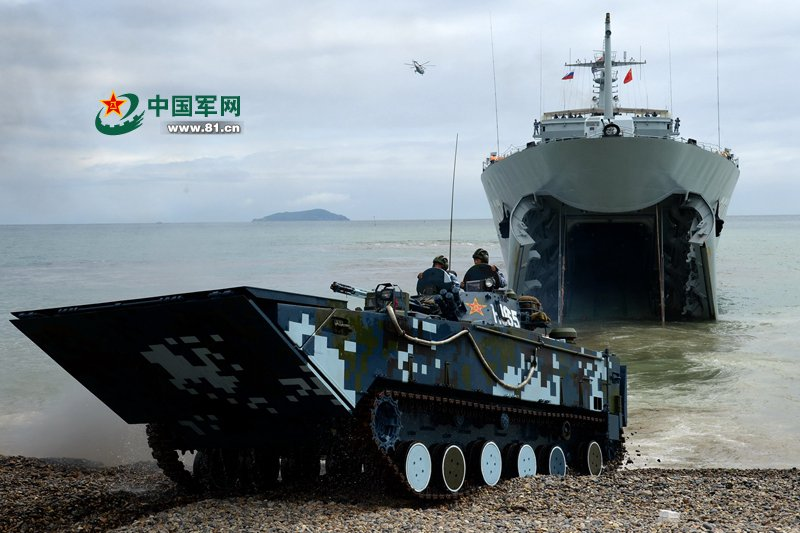 中國與俄羅斯在2015年舉行海上聯合軍演,進行登陸作戰演練。(翻攝網路)