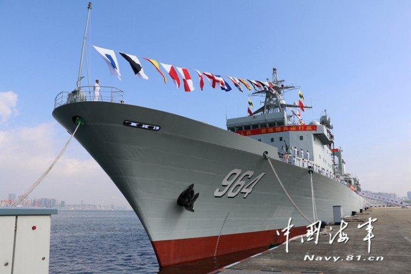 中國新建造的遠洋補給艦「駱馬湖號」已加入南海艦隊陣容。(翻攝網路)