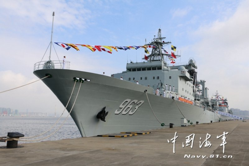 中國新建造的遠洋補給艦「洪湖號」已加入南海艦隊陣容。(翻攝網路)
