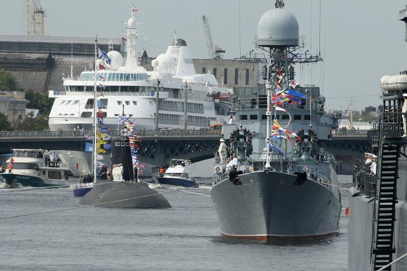 中國與俄羅斯首度選在南海舉行聯合軍演。(美聯社)