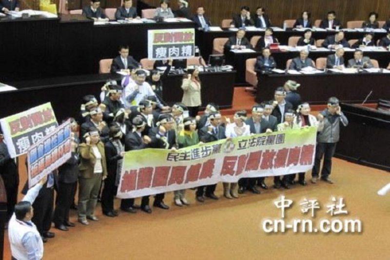 民進黨為食管法霸佔主席台