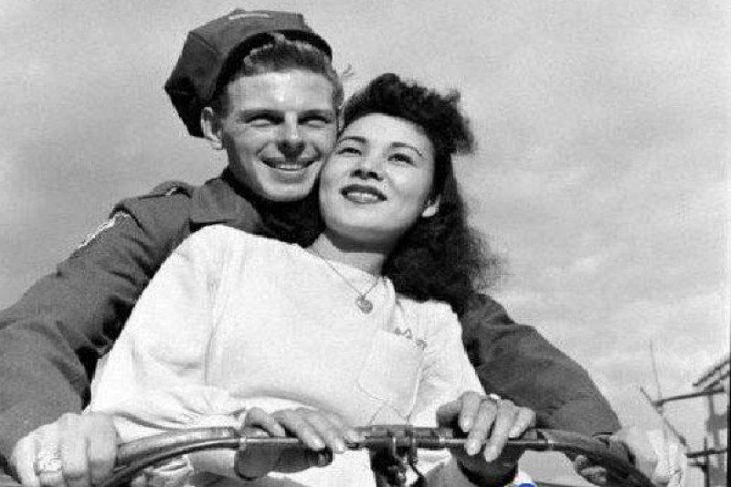 美國士兵與日本女子