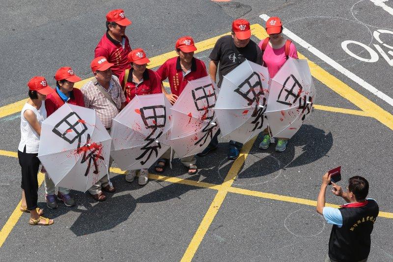 勞工團體29日至立院群賢樓前召開「勞工要123天假」排字行動。(顏麟宇攝)