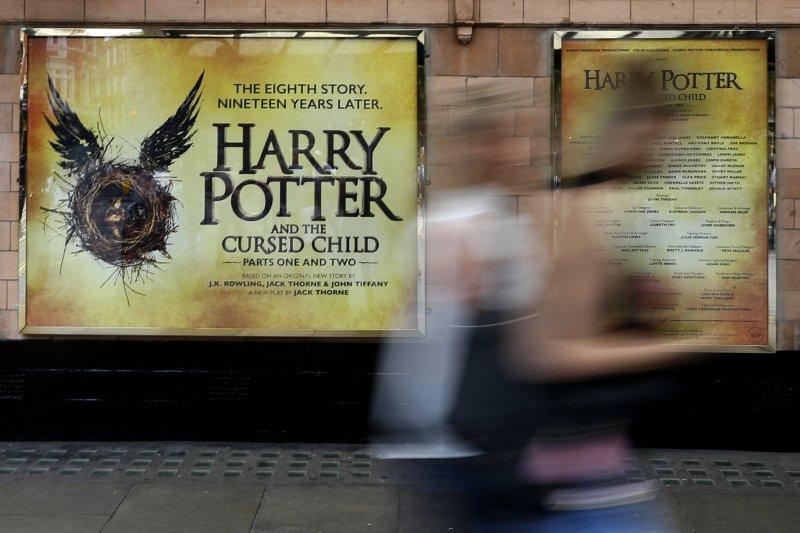 《哈利波特:被詛咒的孩子》(Harry Potter And the Cursed Child)30日在英國倫敦皇宮劇院(Palace Theatre)首演。(美聯社)