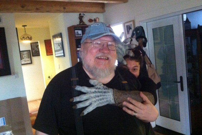 《冰與火之歌:權力遊戲》(Game of Thrones)改編自美國作家馬汀(George R. R. Martin)的《冰與火之歌》(A Song of Ice and Fire)。(取自George R. R. Martin臉書)