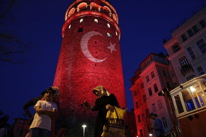 土耳其總統關閉報社電台、逮捕記者作家,傳媒進入黑暗期(美聯社)