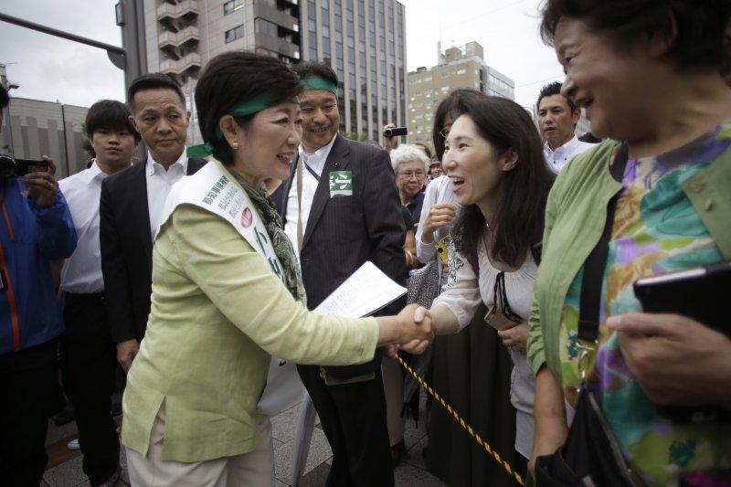 東京都知事選舉7月31日投票,自民黨籍的小池百合子當選為東京都史上第一位女知事(美聯社)