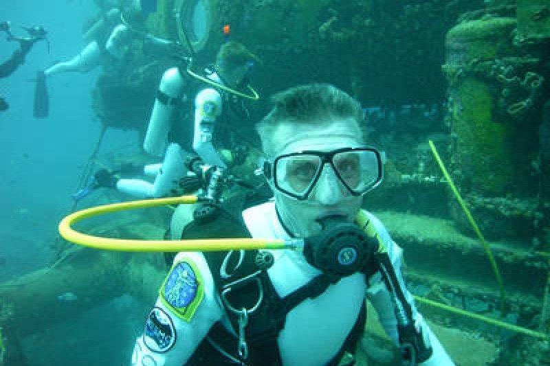 NEEMO 21 太空人在水下模擬火星探索。(NASA)