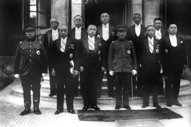 滿州國政要,謝介石(下排左二)為外交部長。