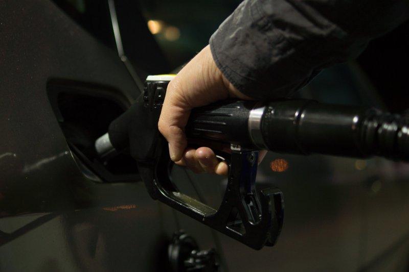 全台灣汽機車總數高達2,144萬輛,平均每周加油次數約為1次,顯示加油市場商機龐大。(圖/Skitterphoto@pixabay)