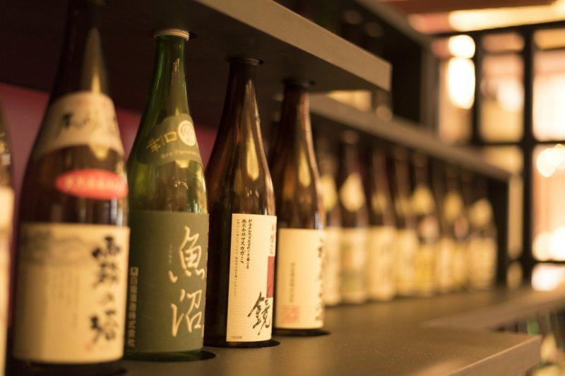 日本酒又被稱為「世界上酒精濃度最高的釀造酒」,隨著釀造方式也有不同的風味。(圖/Indy DecoPon@flickr)