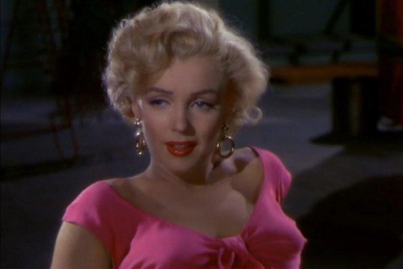 瑪麗蓮夢露(Marilyn Monroe)在《飛瀑怒潮》大展性感魅力(取自Pixabay)