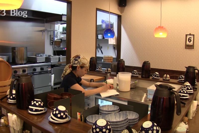 你能想像這樣的餐廳經營方式嗎?(圖/SOTOFUMI ARA@youtube)
