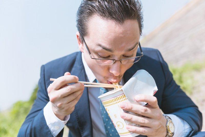 每三小時吃點東西,最能讓人保持在最佳狀況!(圖/pakutaso)