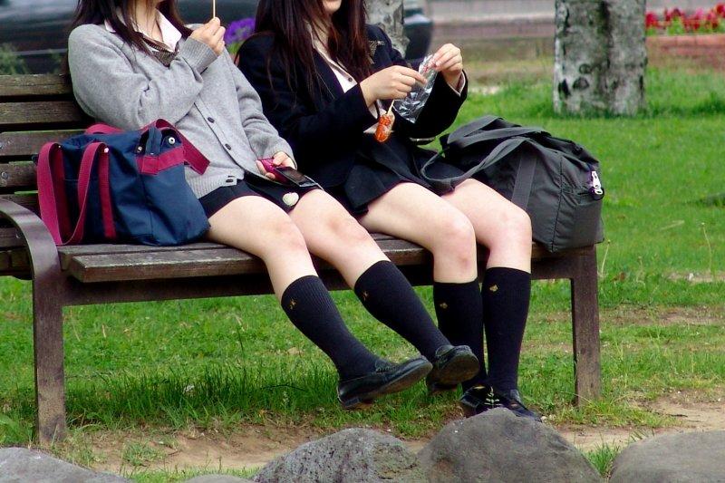 對於產生、造成這種現象的社會,身為大人的我們應該深切反省。(圖/MIKI Yoshihito@flickr)