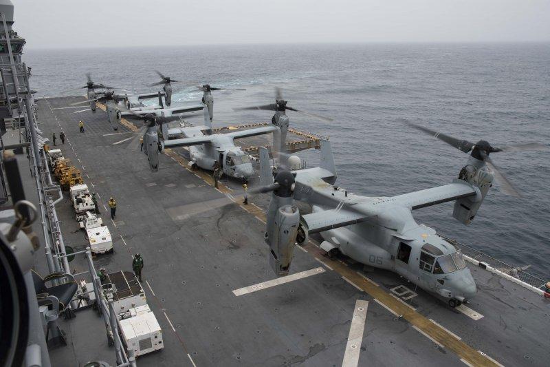 胡蜂號兩棲突擊艦上的魚鷹直升機。(美國海軍官網)