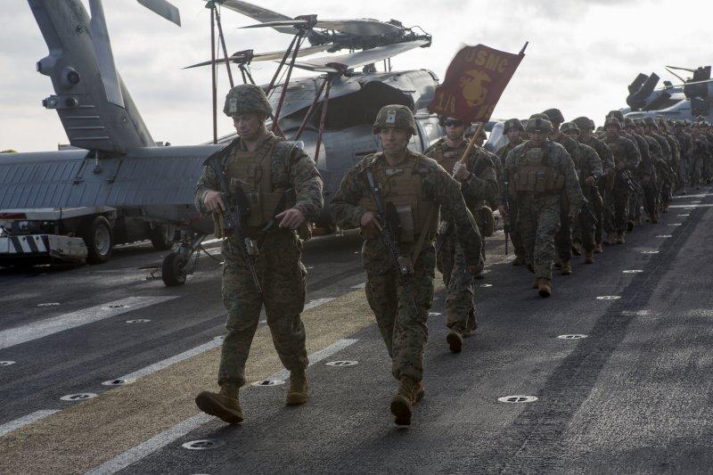 胡蜂號兩棲突擊艦上的海軍陸戰隊第22遠征隊(22nd Marine Expeditionary Unit)。(美國海軍官網)