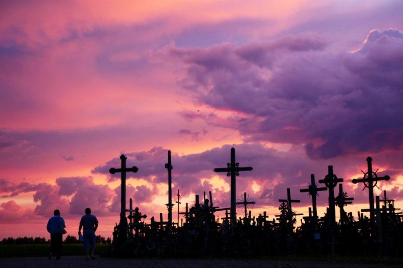 立陶宛的十字架之丘奇景,其神聖的氛圍讓任何人看了都會肅然起敬。(圖/dailymail)