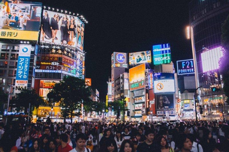 東京渋谷交叉點,熱鬧的樣子彷彿繁華東京的縮影。(圖/StockSnap@Pixabay)