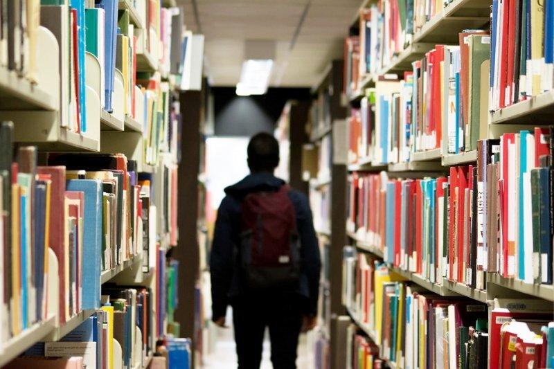 名校學生的好成績,真的是靠自己努力來的嗎?(圖/StockSnap@pixabay)
