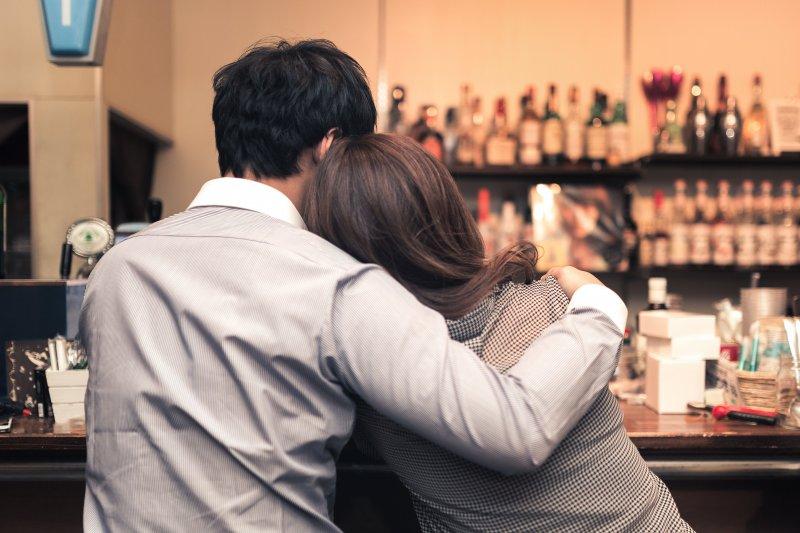 台北5家小酌好去處,讓死黨、酒精陪你走出失戀難過情緒!(圖/pakutaso)