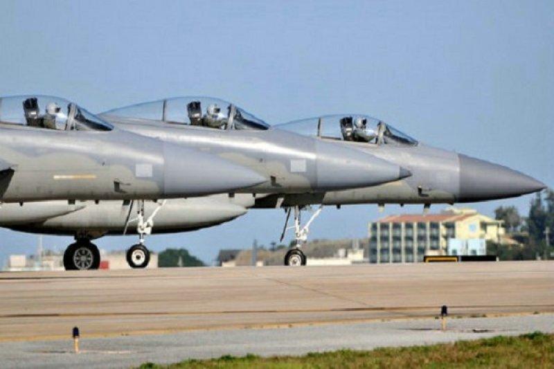 美國駐日F-15戰機。