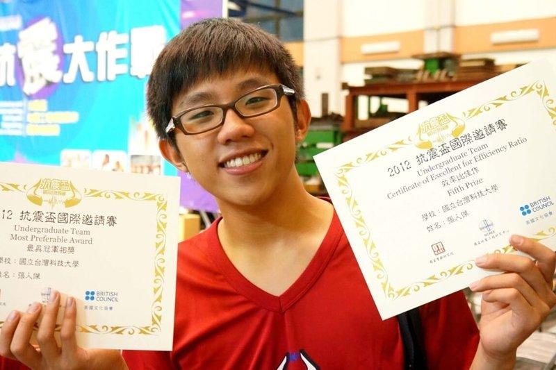 張人傑在大學期間,除了學業上獲得書卷獎外,也在技術型的比賽中獲得佳績。(圖/技職3.0提供)