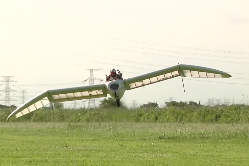 滑翔翼承載了許多人的飛行夢起飛。(圖/OpenSky3.0 trailer@youtube截圖)