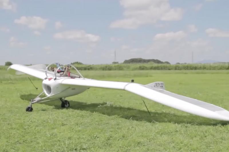 你曾經夢想過獨自在天空飛翔嗎?日本藝術家把夢想變現實。(圖/OpenSky3.0 trailer@youtube截圖)