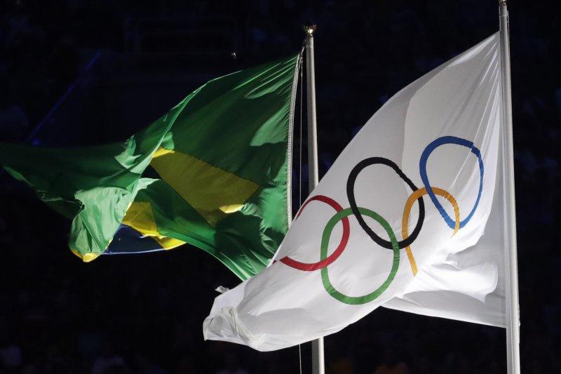 2016里約奧運開幕典禮,奧運五環旗與巴西國旗(AP)