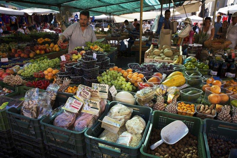 羅馬市場的攤販。(維基百科)