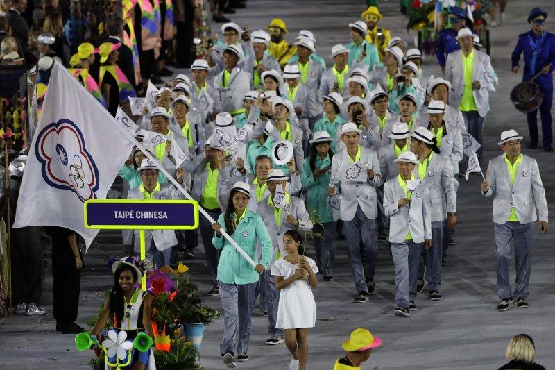 里約奧運,台灣代表隊雖然風光進場,但從奧運開打前到結束後,有幾個體育協會與選手間引發緊張與紛爭,讓人注意到選手權益與體育協會間的問題。(美聯社)