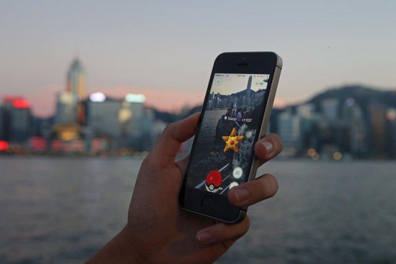 手機遊戲《精靈寶可夢GO》(Pokémon GO)熱潮風靡全球,但也造成許多困擾(美聯社)
