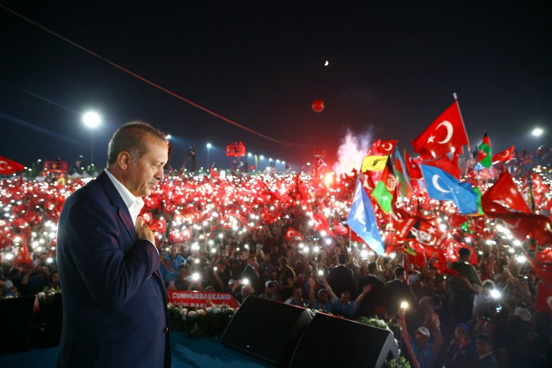 伊斯坦堡7日舉辦大型集會,譴責上個月的未遂政變,總統艾爾多安也現身演說。(美聯社)