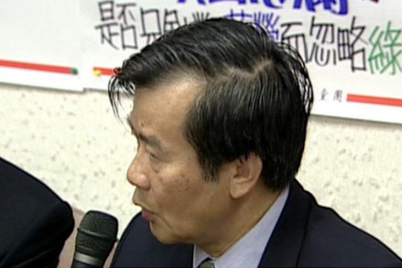 因酒駕爭議,請辭駐新加坡代表的江春男。(視頻截圖)