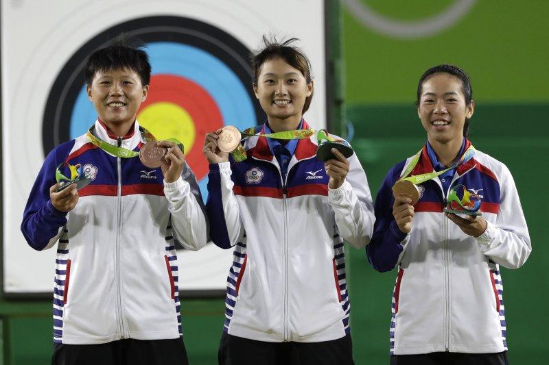台灣隊射箭女子團體在里約奧運摘下銅牌。(美聯社)