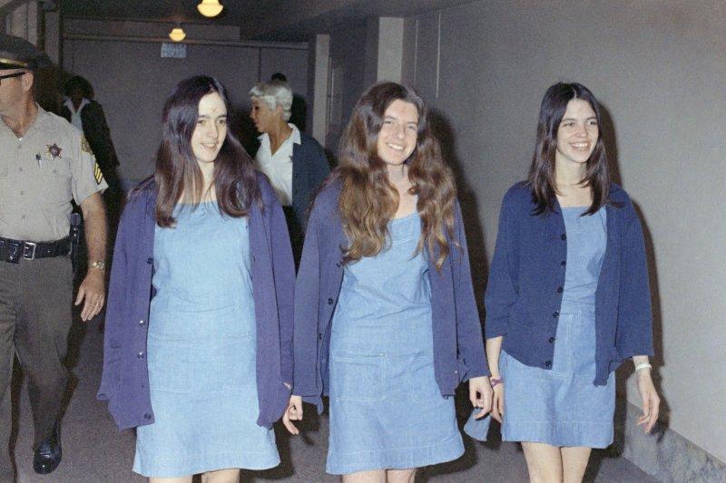 幾名曼森家族成員出庭受審,最年輕者(最右)年僅19歲。(圖/美聯社)